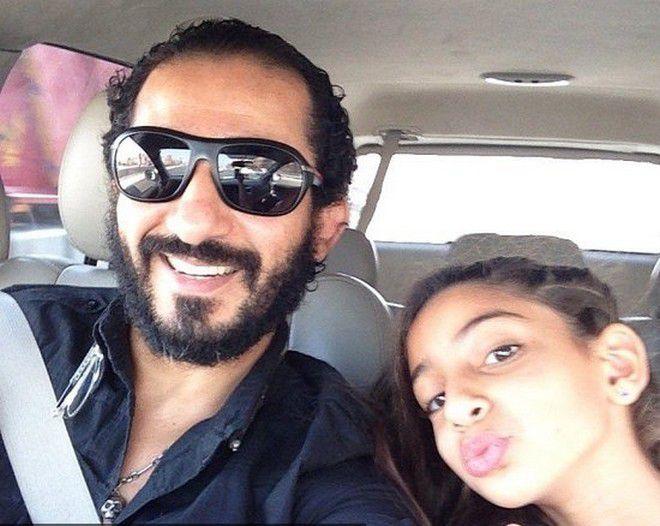 بالصورة:سلفي لأحمد حلمي مع ابنته التي أصبحت شابة!