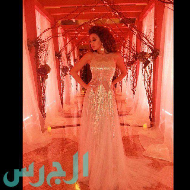 بالصور: ميريام فارس تبهر الجمهور بفستان شفاف