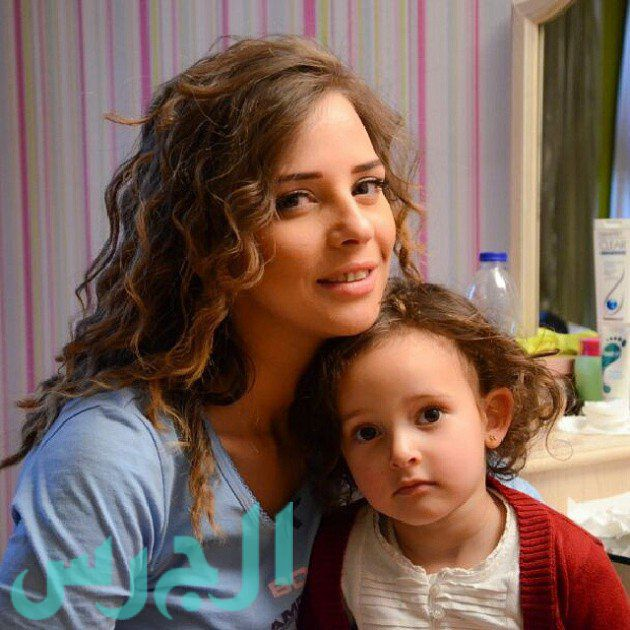 إيمان العاصي وابنتها ريتاج (13)