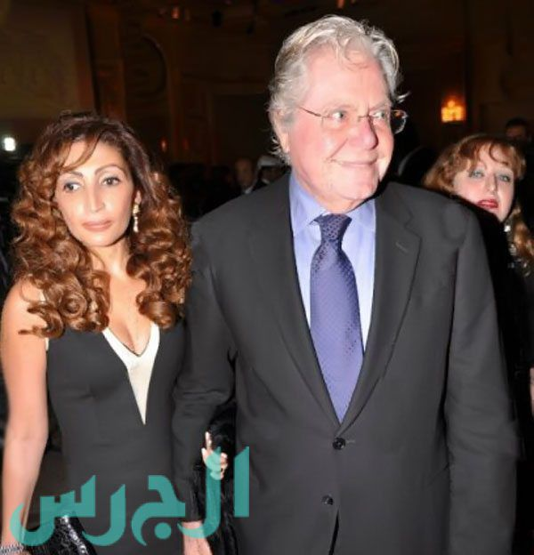 حسين فهمي وزوجته (2)