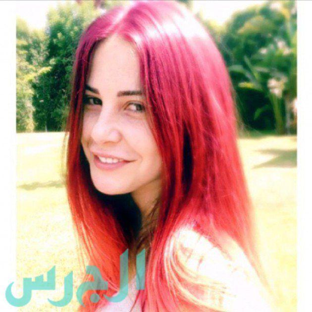 بالصور: ابنة ميرفت أمين تبارك لطليقها وخطيبته!