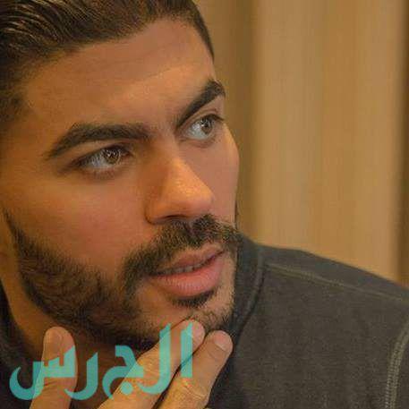 بالصورة: والدة خالد سليم شقراء ولا شبه بينهما