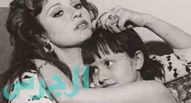 صورة الراحلة مديحة كامل مع ابنتها الوحيدة ميريهان