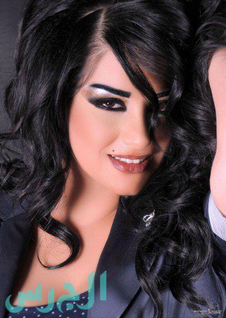 بالصورة: سارة فرح فاجأت محبيها وقصت شعرها!
