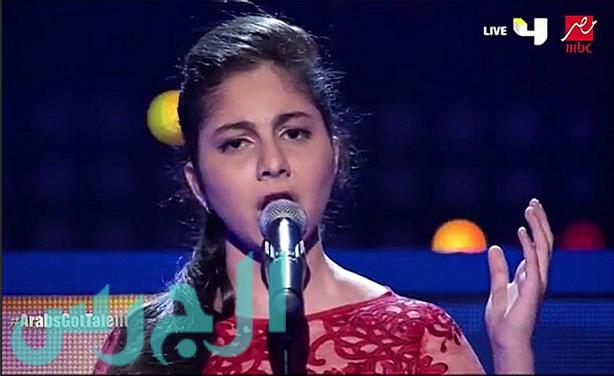 بالفيديو: هكذا غنت ياسمينا في أول حفل لها والجمهور انتقدها!