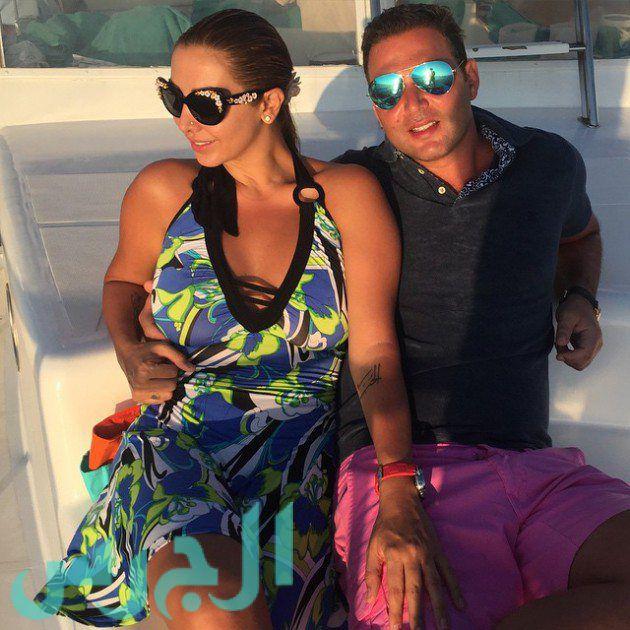 بالصورة: رومانسية جويل وزوجها على البحر