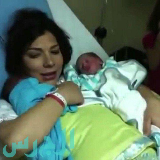 بالصورة: لقطة حصرية .. أصالة لحظة ولادتها