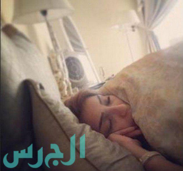 بالصورة: دنيا بطمة على سريرها غارقة في النوم