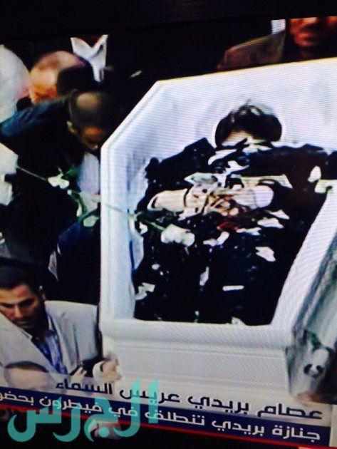 الصور الأخيرة لعصام بريدي من داخل النعش