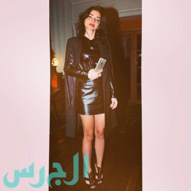 التركية زينب بفستان أسود قصير