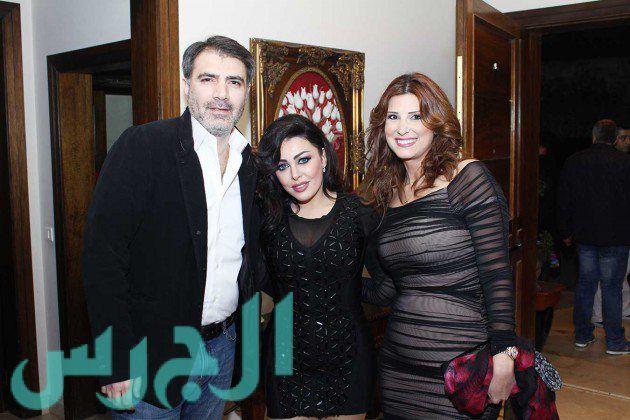 الدكتور رائد لطوف وزوجته وسارة تتوسطهما