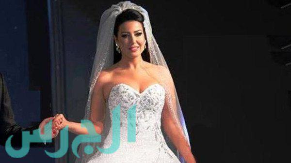 بالفيديو والصور: عريس سمية الخشاب وفستان زفافها تخطى التوقعات