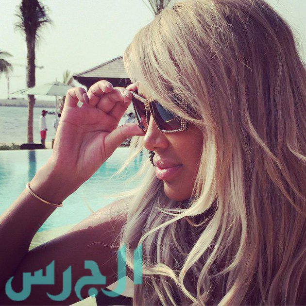 بالصور: مايا دياب تُثير جمهورها عارية؟!