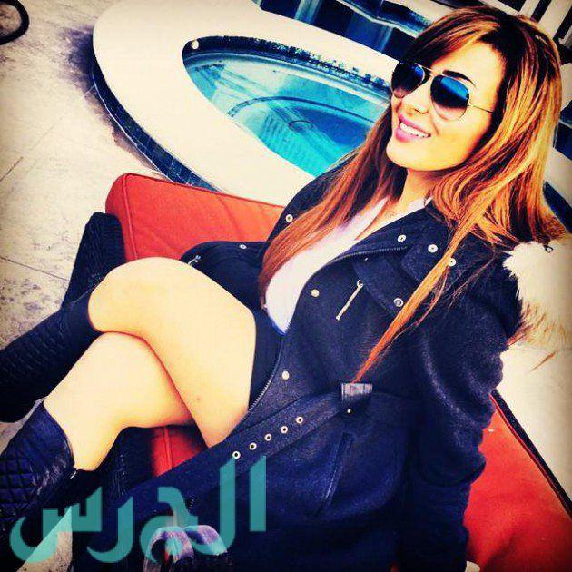 بالصورة: فرح يوسف تستعرض ساقيها بالقصير!