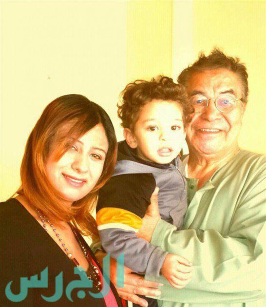 لأول مرة: سعيد طرابيك مع زوجته وابنهما
