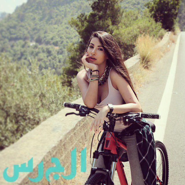 جيهان شقيقة ميريام فارس تطل على أحراش لبنان مع دراجتها