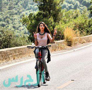 جيهان شقيقة ميريام فارس على الدراجة