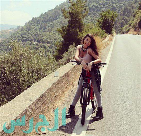 جيهان شقيقة ميريام فارس على الطريق القريب من البيت