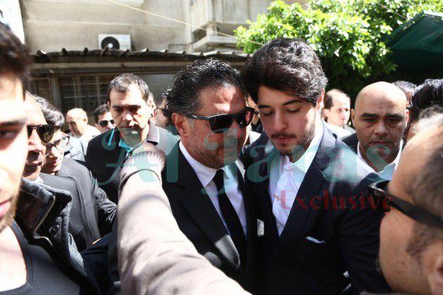 خالد يحتضن أبوه