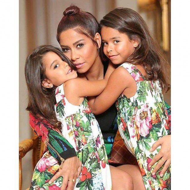 شيرين مع ابنتيها مريم وهنا
