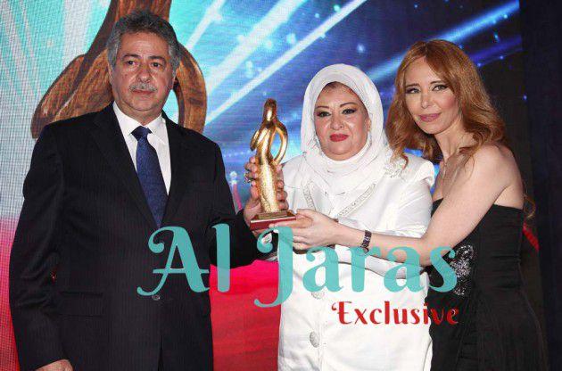 الزميلة ابتسام غنيم ورئيس بلدية بحمدون وليد خيرالله يكرّمان عفاف شعيب