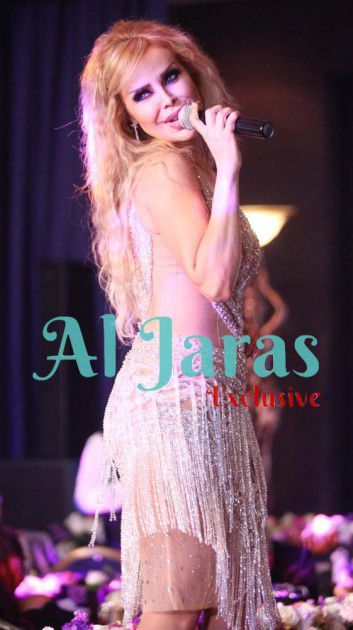 رولا سعد تغنّي على المسرح