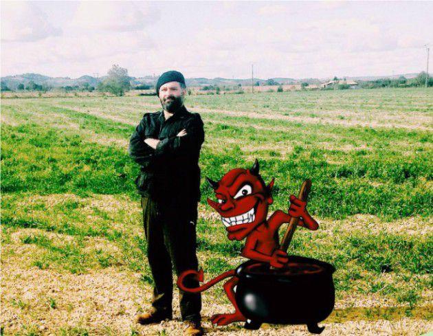 ميشال الفتريادس وشخصية الشيطان الكارتونية