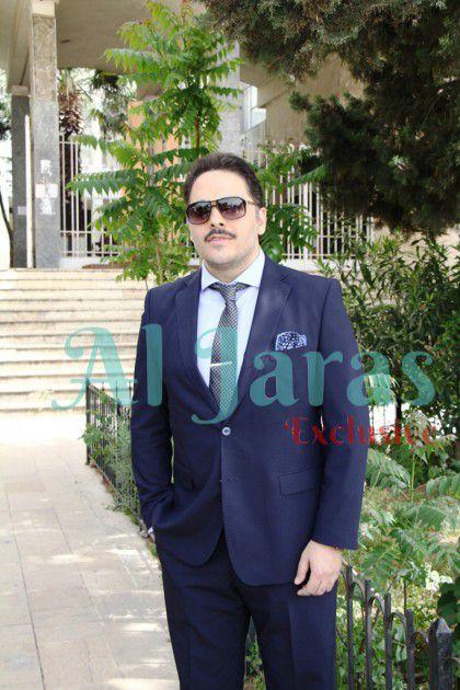 رامي وخلفه مدخل سراي عاليه