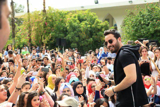 سعد رمضان وصورة جماعية مع الطلاب
