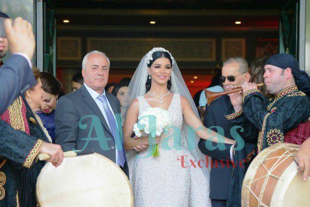 والد ريما السيد حسين يسلم ابنته لعريسها وسام