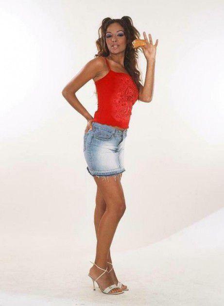 الفنانة اللبنانية نادين نجيم هكذا كانت تبدو في 2004