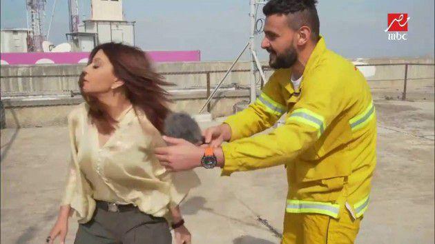 سميرة سعيد في رامز بيلعب بالنار وشعرها يبدو غير مبلل