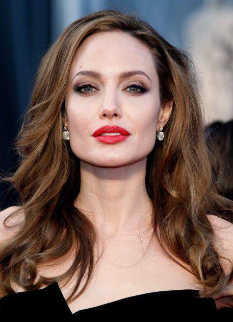 أنجلينا جولي تخشى على أطفالها من براد بيت