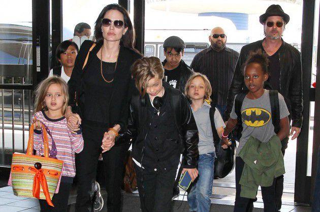 جولي وبيت مع أطفالهما