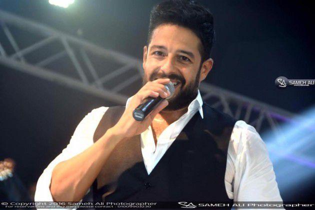 محمد حماقي خلال حفله في الإسكندرية