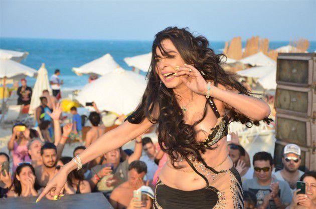 الراقصة المصرية الشهيرة دينا