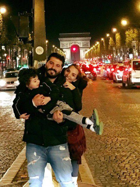 أحدث صورة ليزن السيد مع زوجته وابنه