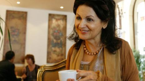 الكاتبة حنان الشيخ