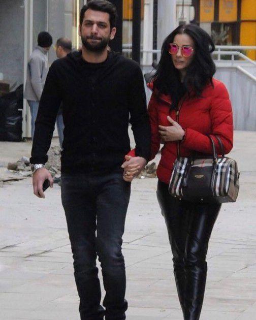 أجدد صورة لمراد مع زوجته
