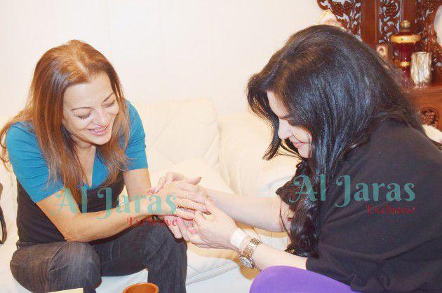 الزميلة رئيسة التحرير نضال الأحمدية والكاتبة منى طايع
