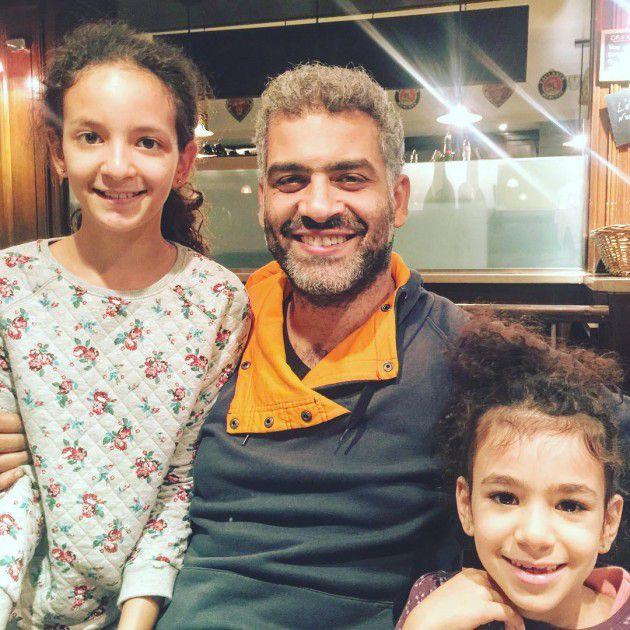 أحدث ظهور لهاني عادل مع ابنتيه