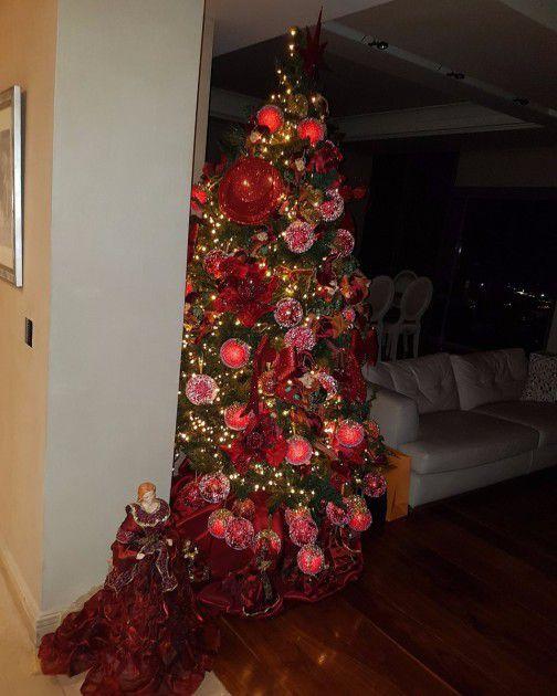 شجرة عيد الميلاد في منزل إليسا